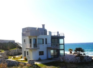 Villa situated on the seafront in Esentepe